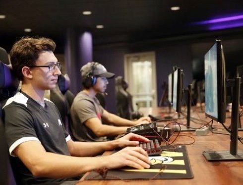 Avonworth Alumni Brant McAdams on Ashland University Fornite Esports Team